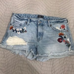 Women's Abercrombie & Fitch Jean shorts. Size 31.
